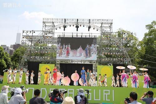 中国侨网中华巾帼出场为日本最大的舞蹈盛典增添了一抹�k丽的色彩。(日本《中文导报》)